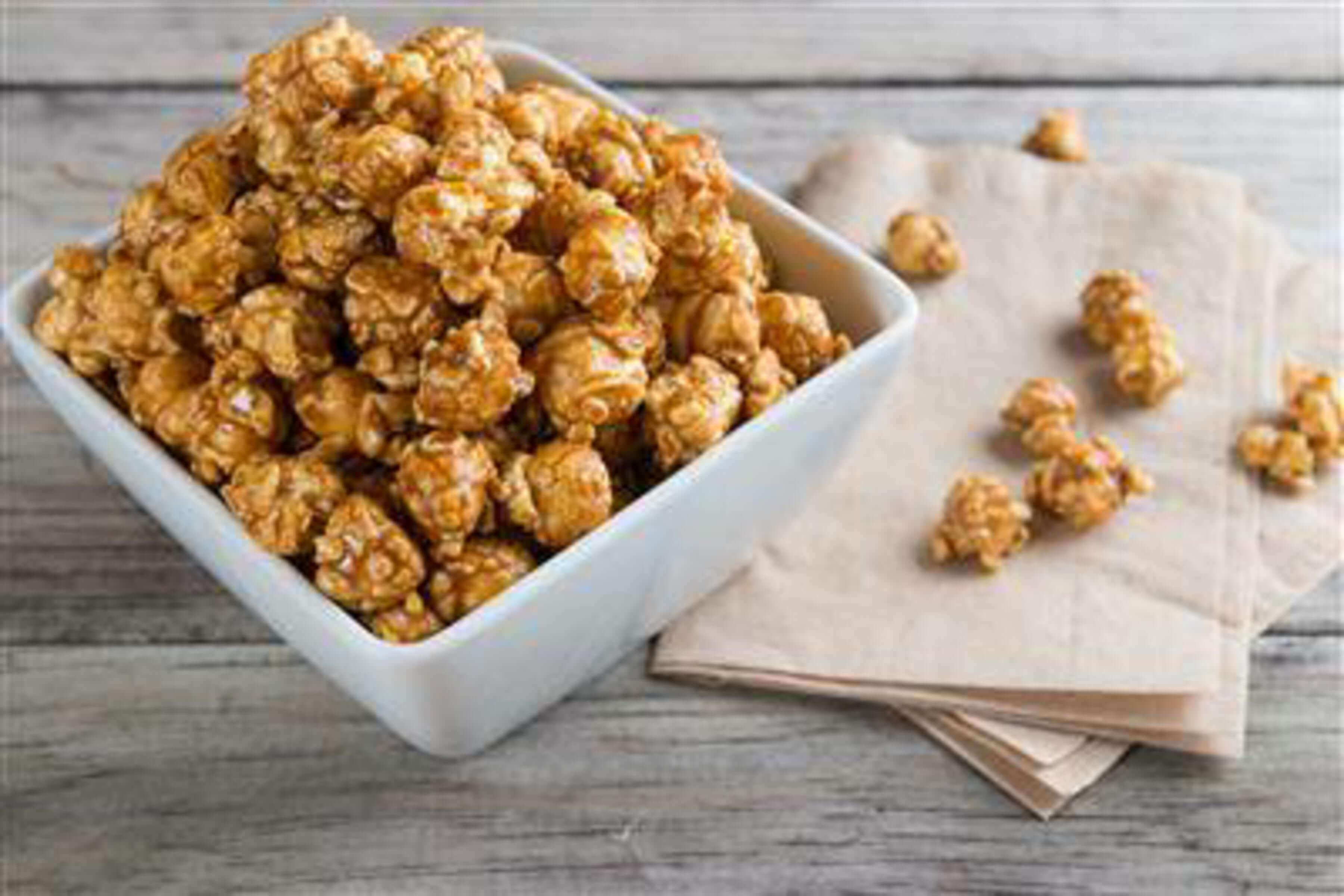 Bourbon And Salted Caramel Popcorn Recipe | RecipeSavants.com