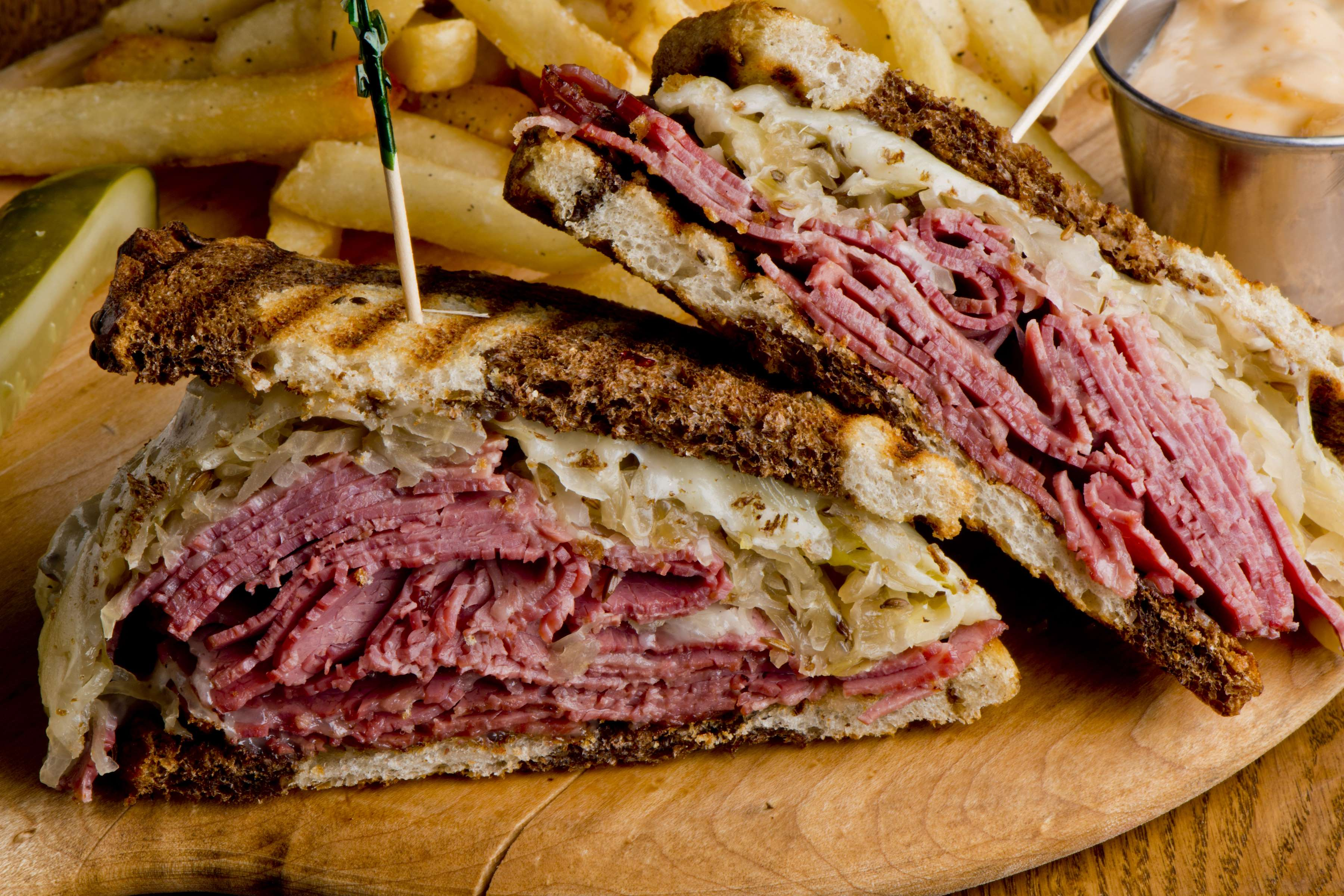 Classic Corn Beef On Toasted Rye Recipe | RecipeSavants.com