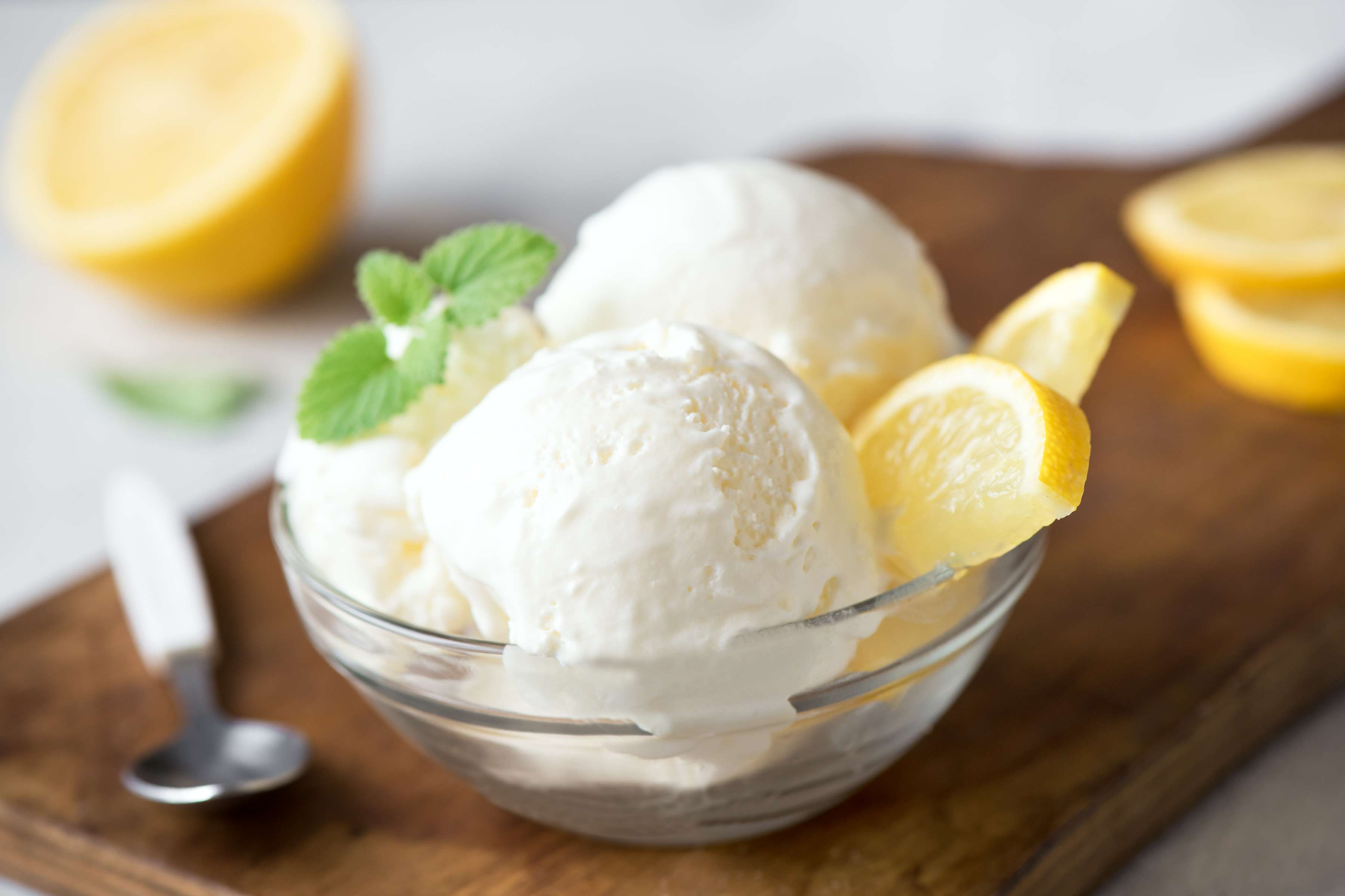 Limoncello Gelato Recipe | RecipeSavants.com