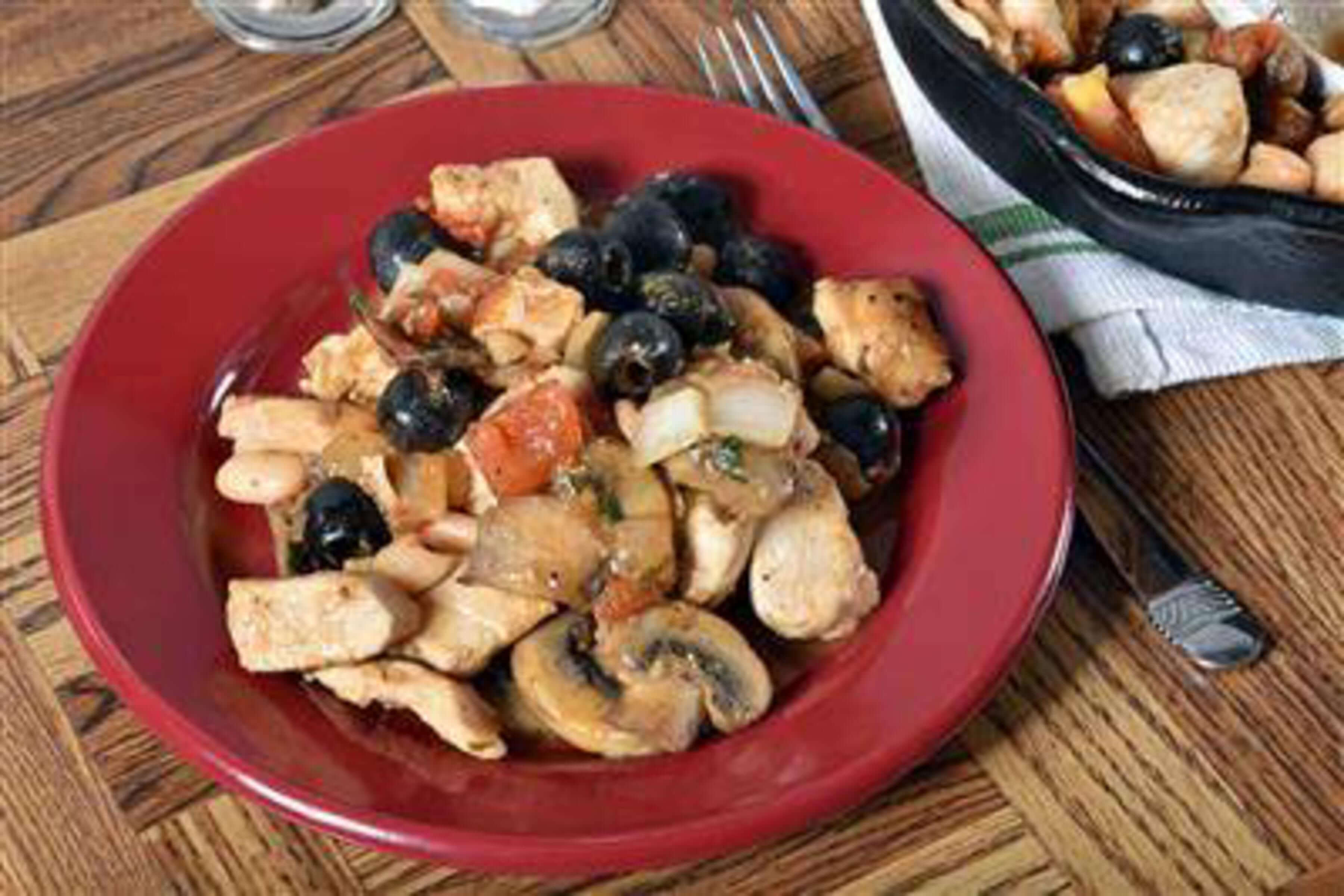 Mediterranean Single Skillet Chicken Recipe | RecipeSavants.com