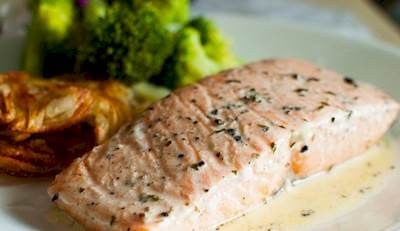 Microwaved Salmon Steaks With Wine Sauce Recipe