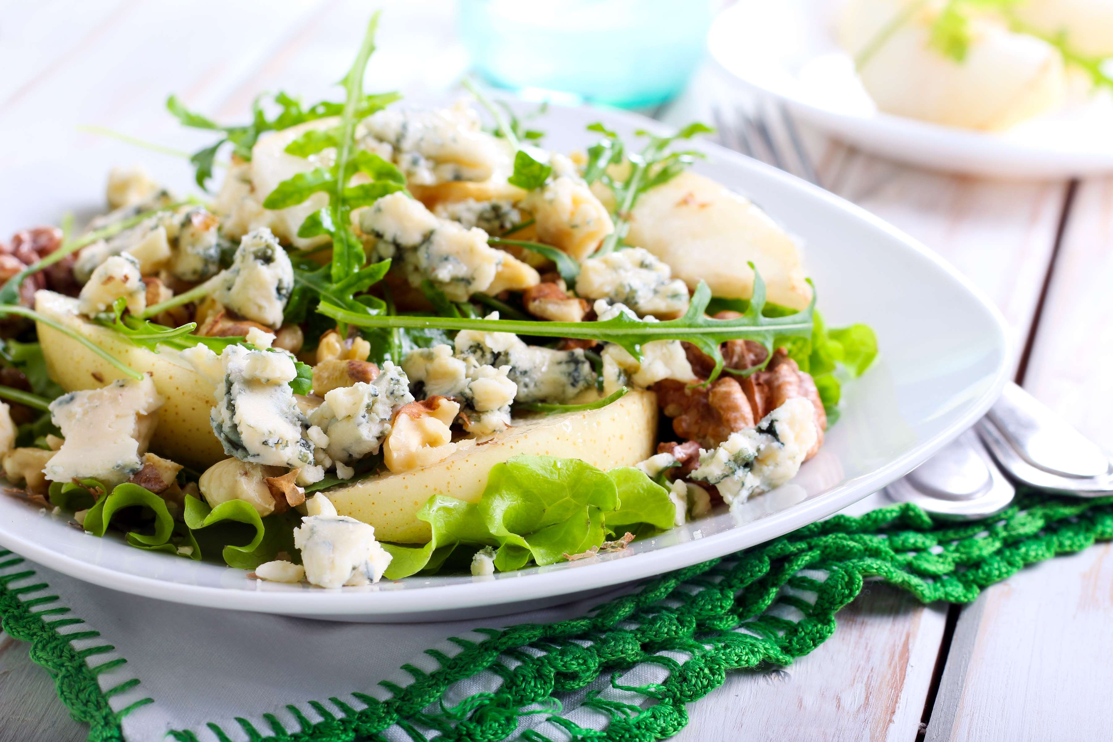 Pear And Bleu Cheese Salad With Warm Vinaigrette Recipe | RecipeSavants.com