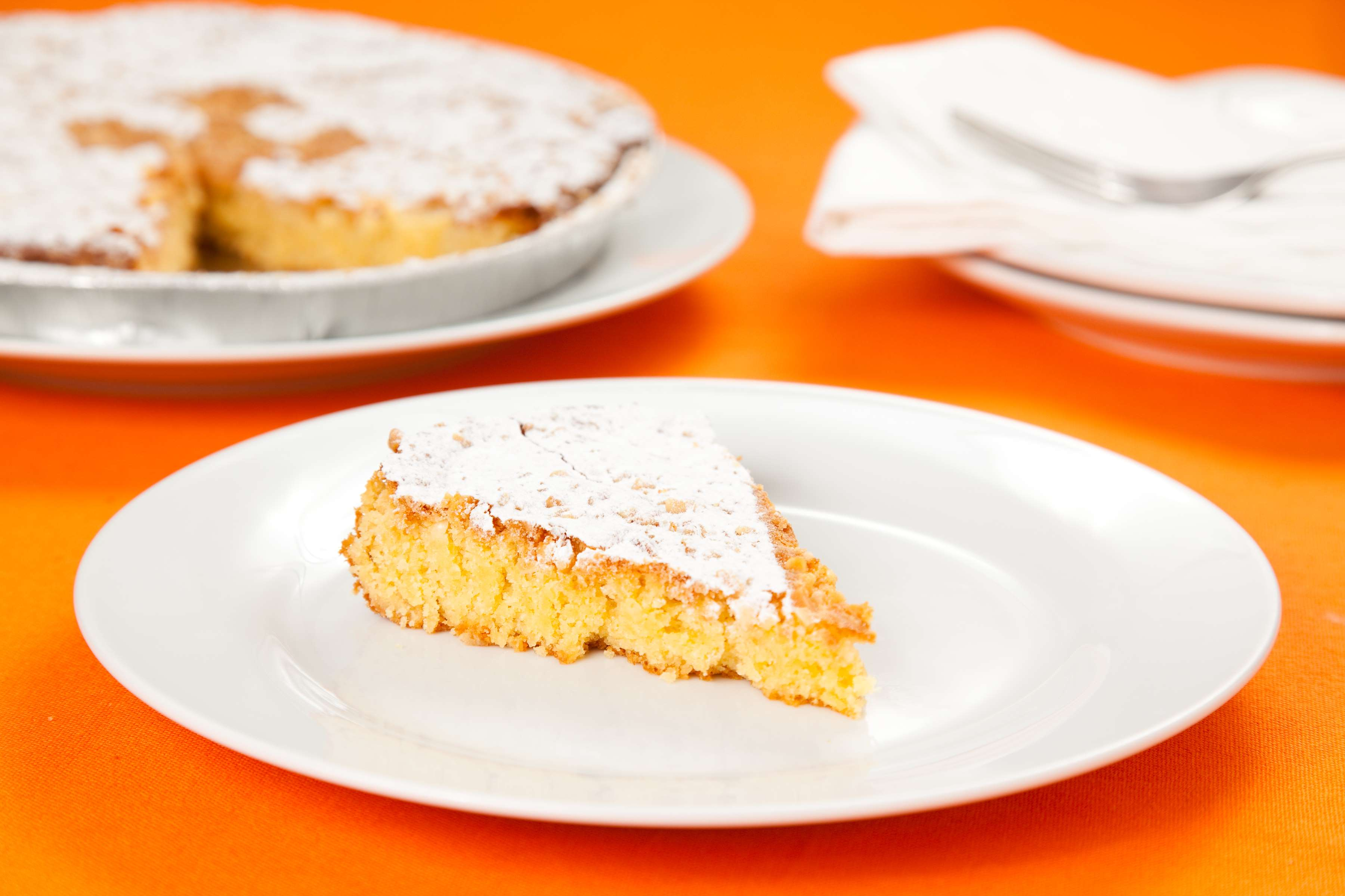 Spanish Almond Cake Recipe | RecipeSavants.com