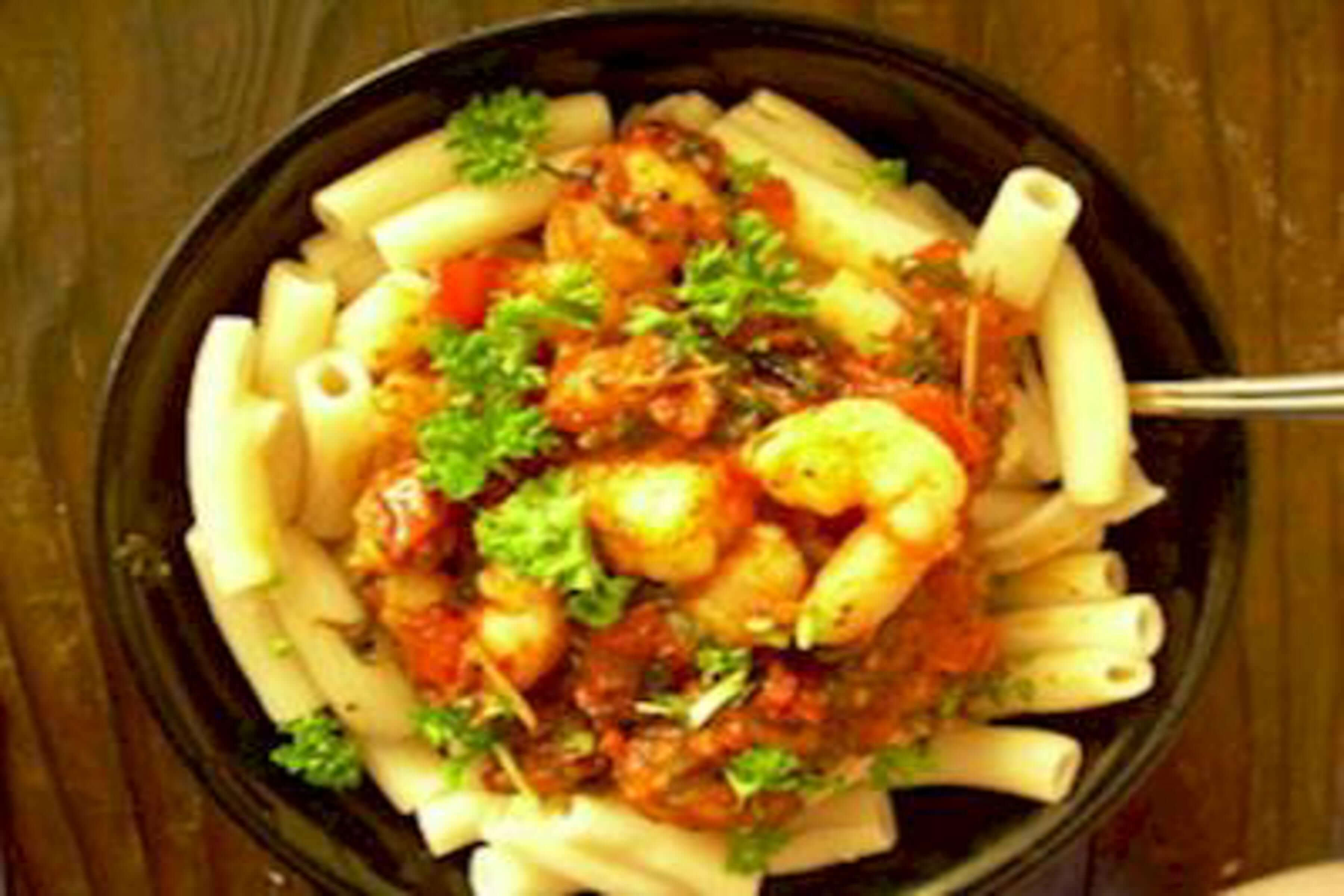 Spicy Penne Pasta And Shrimp With Tomato Sauce Recipe | RecipeSavants.com