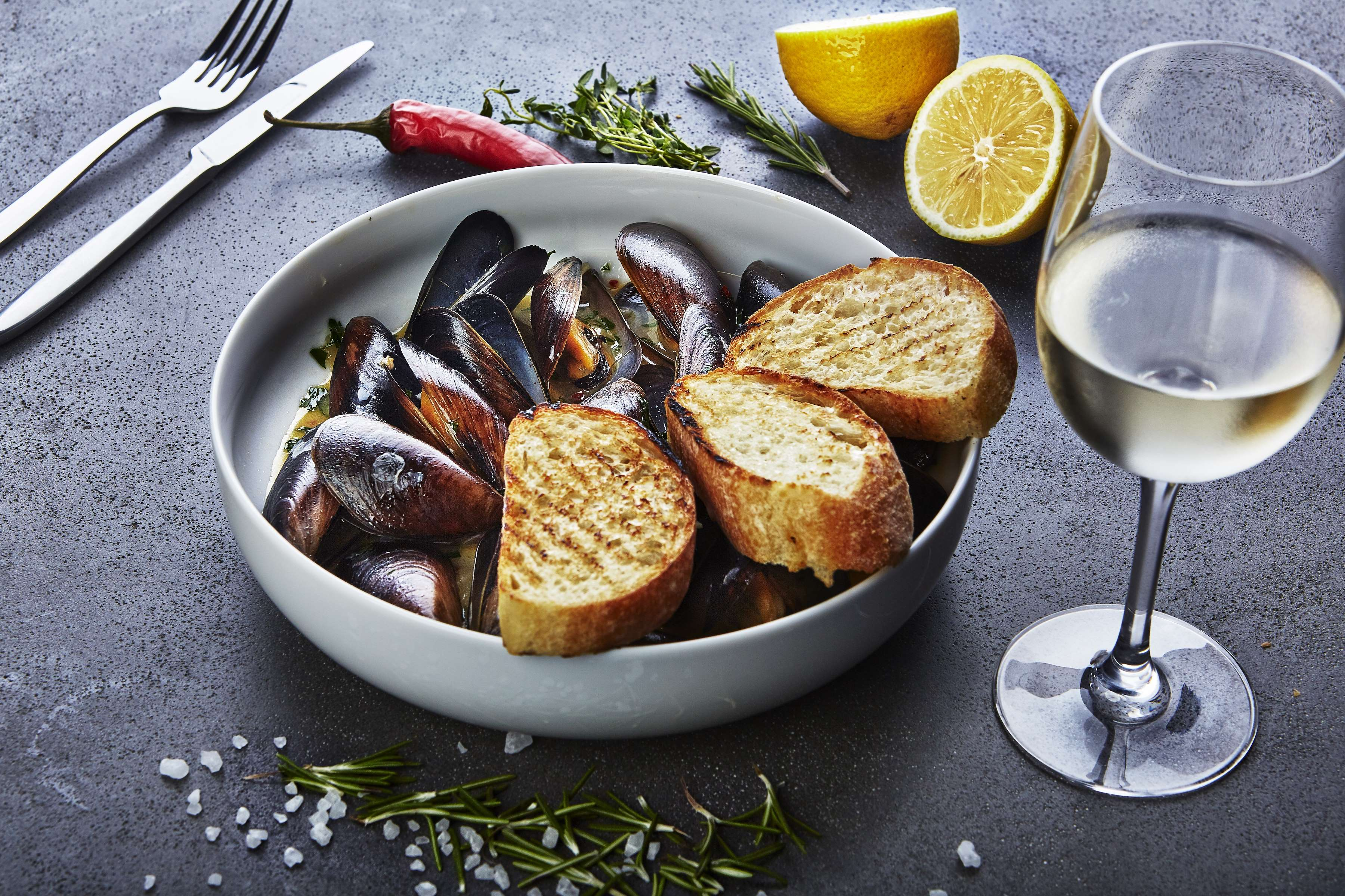 Wine and Garlic Mussels Recipe | CHEFBear.net